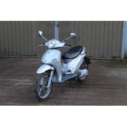 Piaggio 125cc Moped - 2004
